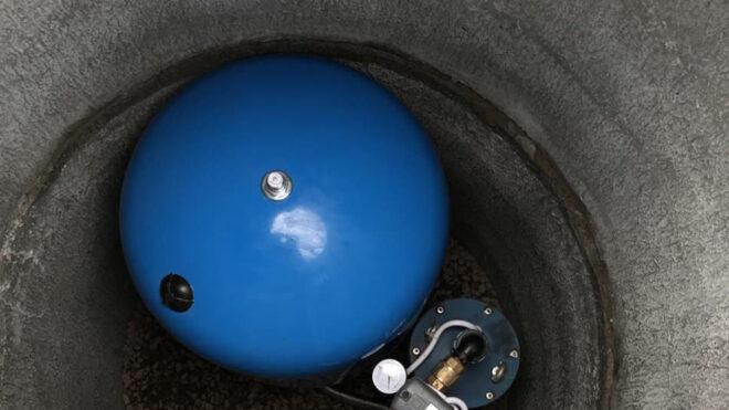 Де краще розміщувати насосне обладнання для свердловини в будинку або в приямку?